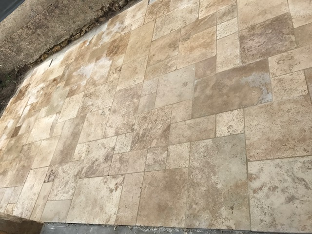 Pose de carrelage travertin pierre naturelle à Le blanc