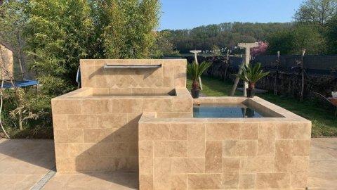 Entreprise de maçonnerie pour la création d'un bassin extérieur en pierre